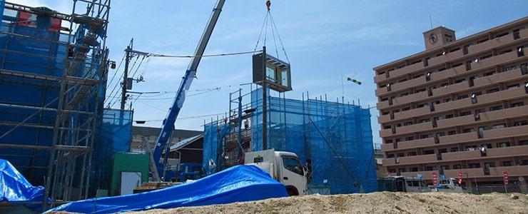 重機を取り扱う建設現場